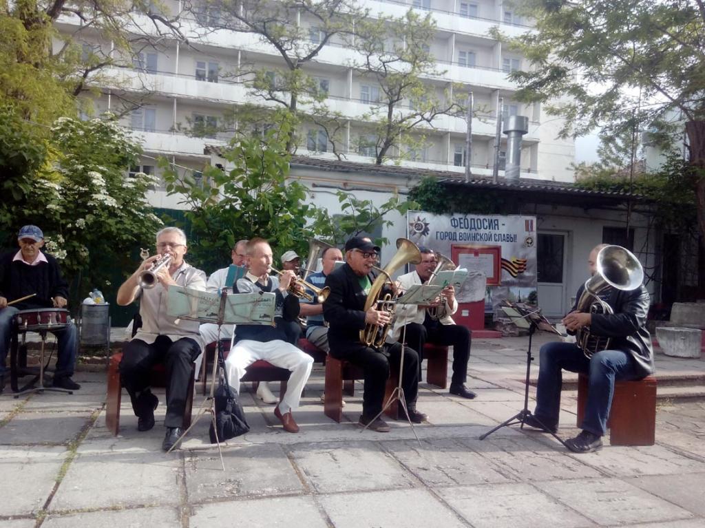 Фото новости - В Феодосии прошел концерт группы «9 вал» и оркестра «Энтузиасты»