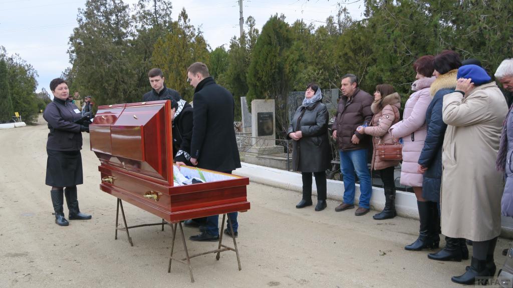 Фото новости - В Феодосии прошли похороны Дмитрия Новицкого(фоторепортаж)