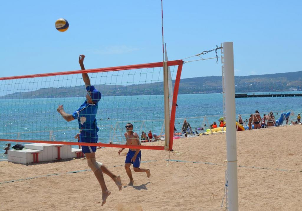 Фото новости - В Феодосии прошли соревнования по пляжному волейболу среди сотрудников МЧС(фоторепортаж)