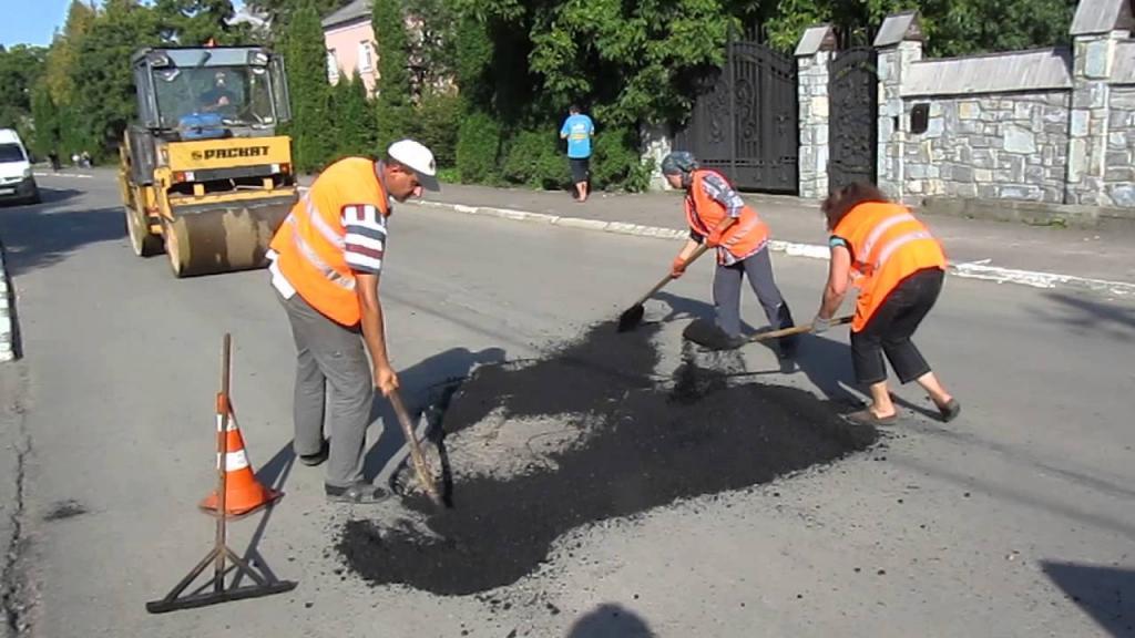 Фото В Феодосии проведут ямочный ремонт дорог