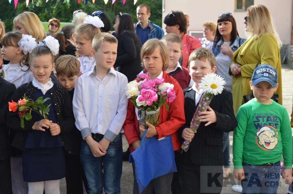 Фото новости - В Феодосии прозвенел последний звонок в школе №4(фоторепортаж)