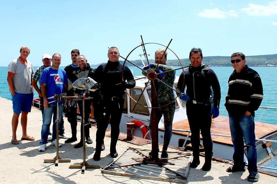 Фото новости - В Феодосии установили подводные инсталляции(фоторепортаж)