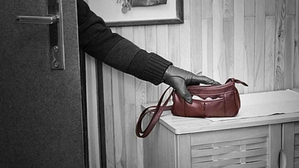 Фото новости - В Феодосии задержали вора, который крал по ночам вещи в гостиницах