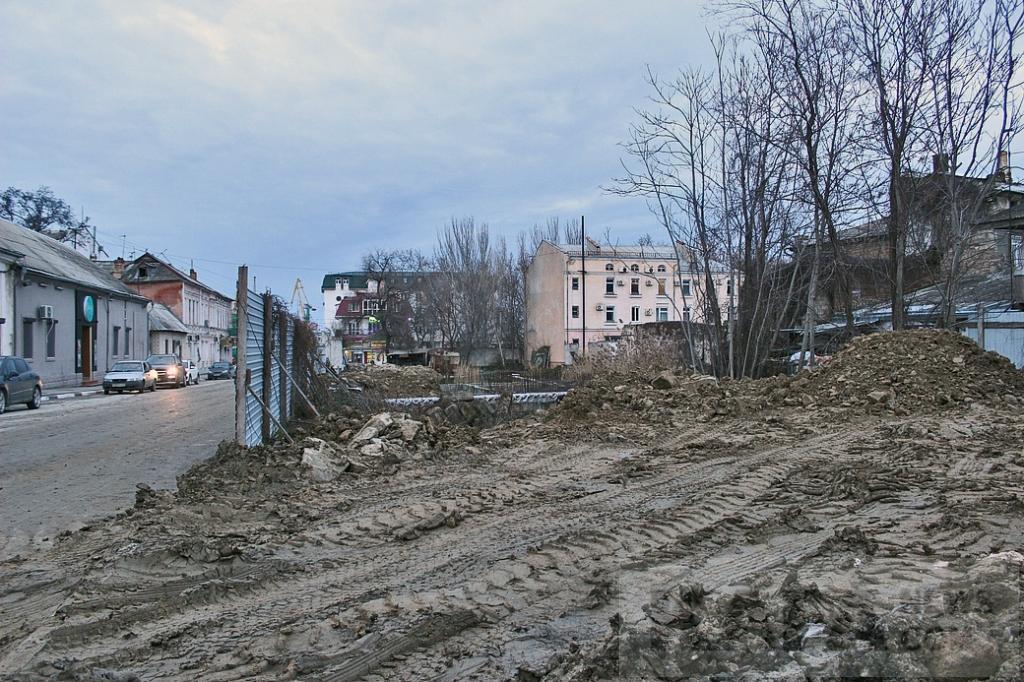 Фото новости - В Феодосии землю старой табачной фабрики должны освободить