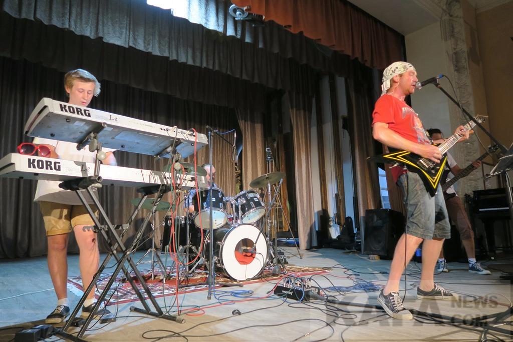 Фото новости - В феодосийском доме культуры дали концерт MISBEHAVE и другие рокеры (видео)(фоторепортаж)