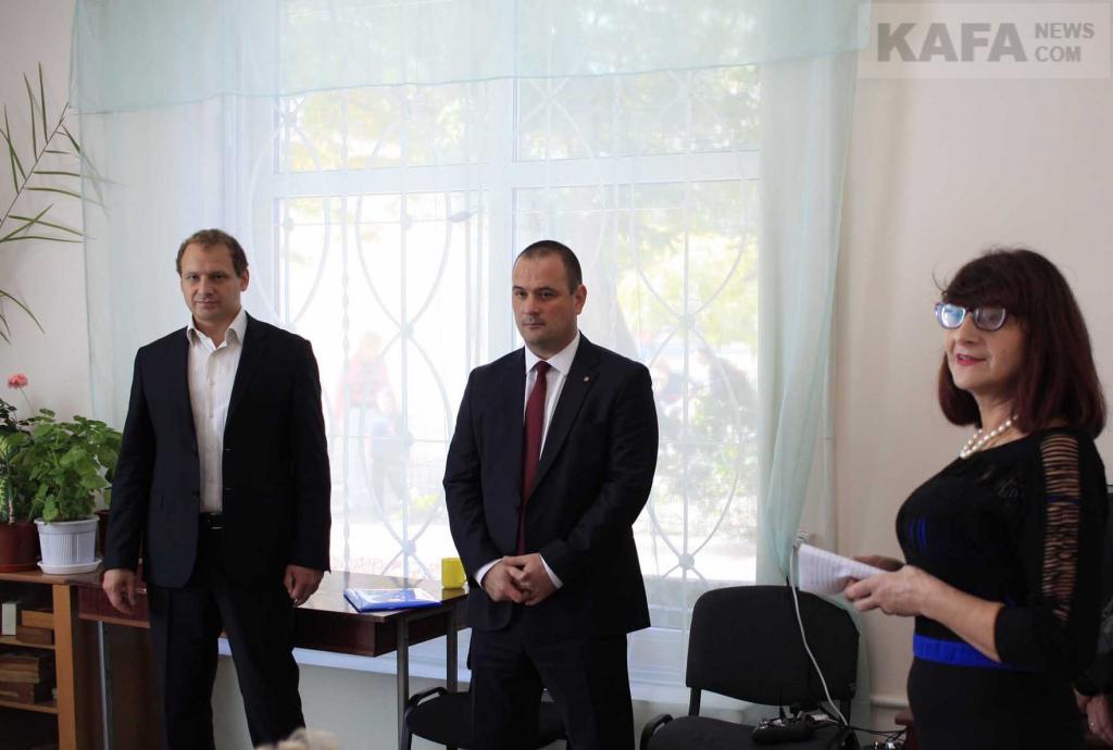 Фото новости - В Феодосийском обществе слепых отметили День белой трости(фоторепортаж)