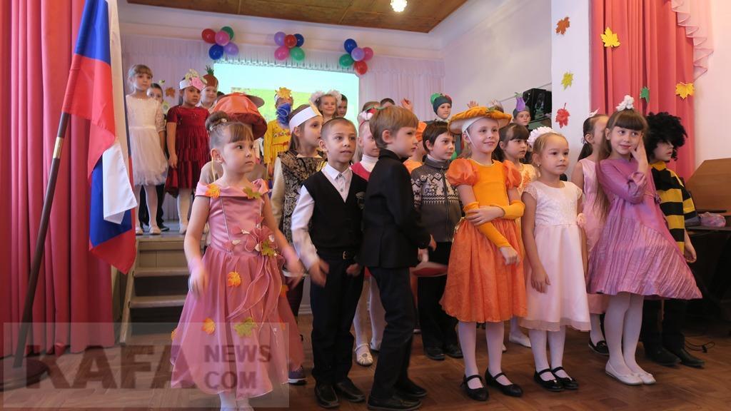 Фото новости - В феодосийской школе №3 провели праздник «Золотая осень» (видео)(фоторепортаж)