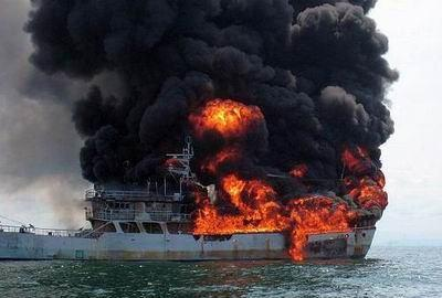ВКаспийском море горит российский танкер,— МЧС Азербайджана