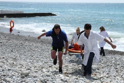 Фото новости - В Коктебеле едва не утонул мужчина, его вовремя достали из воды и реанимировали (фото)