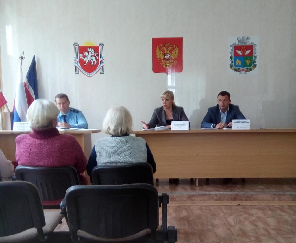 Фото новости - В Коктебеле прокурор встретился с гражданами