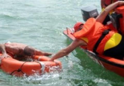 Фото новости - В Коктебеле спасатели помогли мужчине добраться до берега