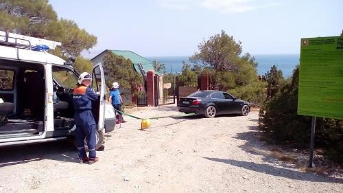ВКрыму навыходных собрыва спасли две машины