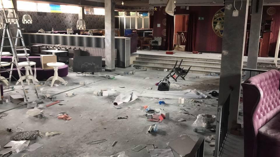 ВКрыму два школьника слопатами разгромили клуб ивзломали сейф