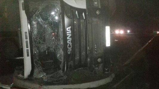 ВКрыму перевернулся грузовой автомобиль - шофёр вреанимации