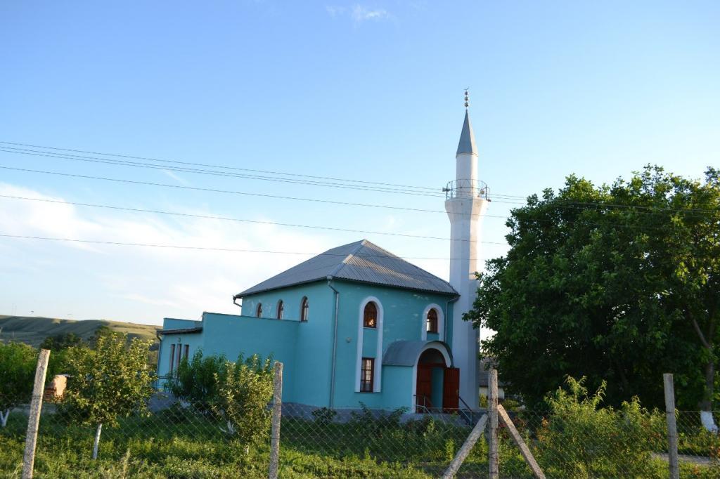 ДУМК: Неизвестные забросали коктейлями Молотова мечеть вСимферопольском районе