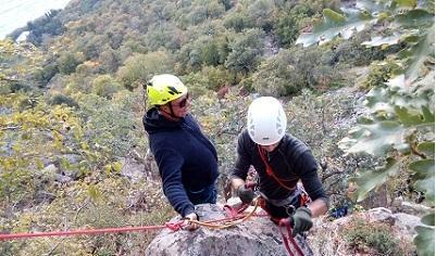 Вгорах Крыма спасено два человека— МЧС