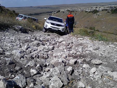 Нагорной дороге вКрыму изоврага достали машину спетербуржцами
