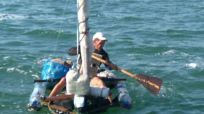 Мужчина пытался добраться доКрыма изУкраины наплоту изпластиковых бутылок