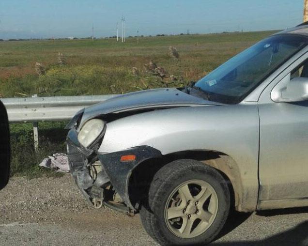Фото новости - В районе Керченского шоссе на повороте на Владиславовку столкнулись два автомобиля(фоторепортаж)