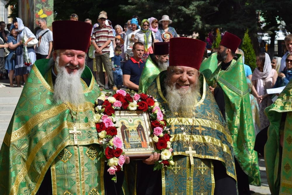 В монастыре «Большой Златоуст» состоялось принесение иконы Петра иФевронии