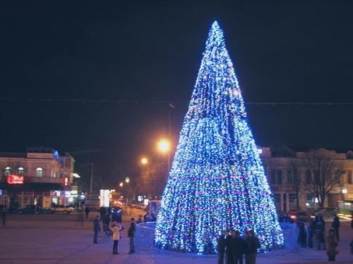 ИзВологды вСимферополь отправили 27-метровую новогоднюю живую ель