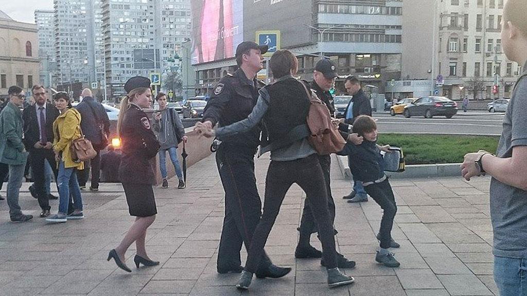 Полицейские принесли извинения семье девятилетнего ребёнка, схваченного накануне вцентральной части Москвы