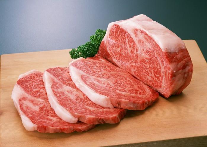 Золоті продукти: цієї осені м'ясо здорожчає на 30%, а молоко на 20%