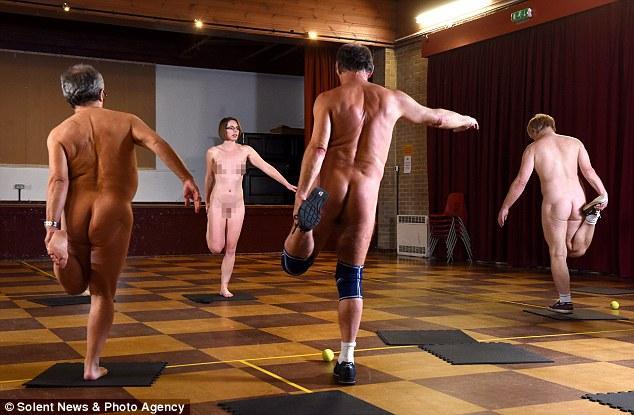 golie-sportsmenki-na-trenirovkah