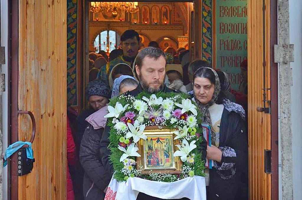 Фото новости - В Введенском храме Феодосии отметили престольный праздник(фоторепортаж)
