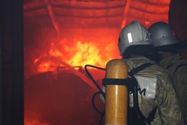 Ночью вЯлте вгорящей квартире многоэтажки спасли женщину
