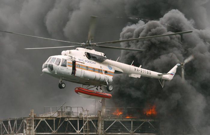 ВМЧС назвали имена экипажа разбившегося вПодмосковье вертолета