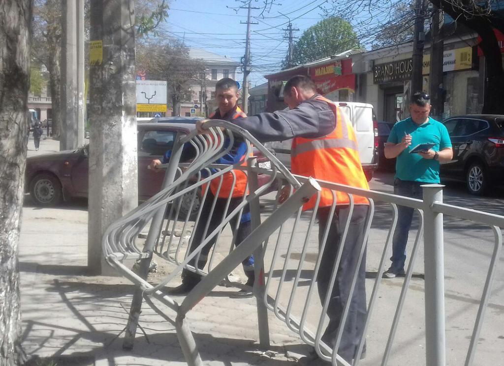 Фото новости - Власти Феодосии займутся ремонтом ограждений