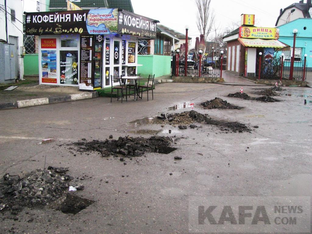 Фото новости - Вокруг феодосийской автостанции возводят ограждение(фоторепортаж)