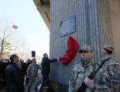 На здании Госсовета Крыма появилась мемориальная доска, посвященная событиям 26 февраля 2014 года