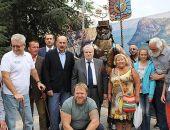 В Крыму открыли скульптуру туристу в Судаке