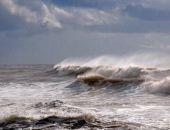 В Крыму у берегов Керчи во время шторма затонул катер с экипажем
