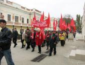 В Феодосии прошла демонстрация, приуроченная к годовщине Октябрьской революции:фоторепортаж