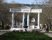 Фонтану-памятнику «Доброму гению» в Феодосии требуется уборка:фоторепортаж