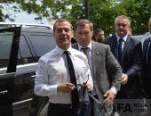 В Крыму жители Феодосии встретили премьер-министра РФ Дмитрия Медведева (видео):фоторепортаж