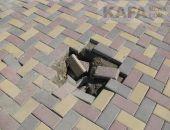 Сильные ливни вновь размыли плитку на Музейной площади в Феодосии:фоторепортаж