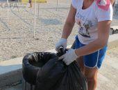 Власти Феодосии пообещали решить проблему переполненных урн для мусора на Черноморской набережной