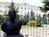 В столице Крыма у входа в часовню возле прокуратуры поставили бюст Николаю II