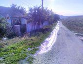 В Феодосии в селе Наниково водопроводная вода заливает улицу