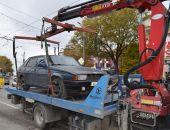 В столице Крыма неправильно припаркованные автомобили эвакуируют на штрафплощадку (фото)