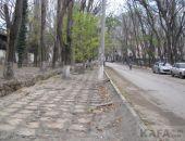 В Феодосии воруют тротуарную плитку:фоторепортаж