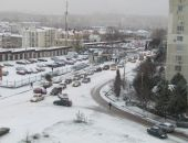 Выпавший ночью снег парализовал движение в Севастополе (фоторепортаж):фоторепортаж