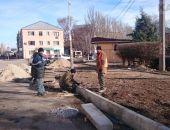 В Феодосии ремонтируют дорожное покрытие и тротуары по ул.Боевая:фоторепортаж