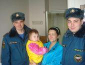 Девочку, спасенную 1 января на пожаре, выписывают из больницы, сотрудники МЧС пришли в больницу с подарками