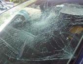Пьяный крымчанин ночью разбил битой припаркованное авто, которое мешало ему пройти