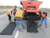 Служба автодорог Крыма уже «залатала» 329 кв.м ям, о которых крымчане сообщили по телефону